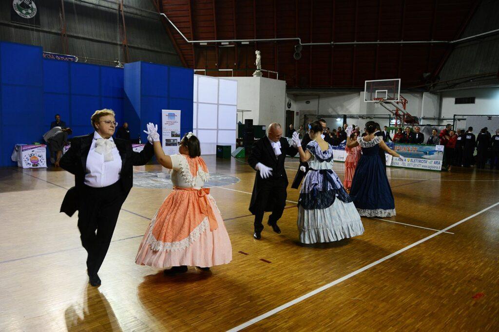 foto: Esibizione di danza in palestra